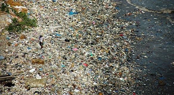 090-0804113656-plastic-beach-03
