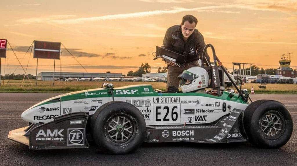 The E0711-6 electric car puts its monstrous 1200 Nm of torque. Image via gizmag