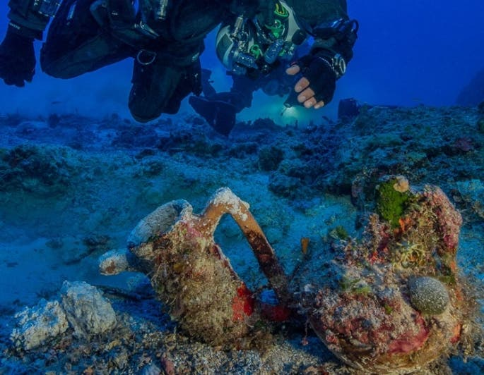 Archaeologists excavating the famous ancient Greek shipwreck that yielded the Antikythera mechanism have recovered more than 50 items including an intact amphora; a large lead salvage ring; two lead anchor stocks (possibly indicating the ship's bow); frag (Photo : Brett Seymour, EUA/ARGO)